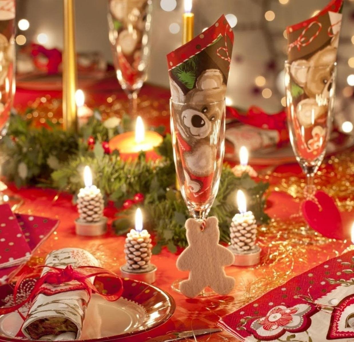 Красиво украшаем стол к новому году